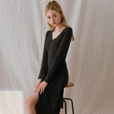 AIR SPACE LADY V領交疊開衩長袖針織洋裝(花黑)