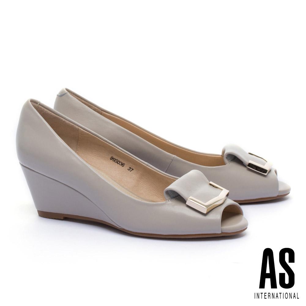 高跟鞋 AS 金屬風反折皮帶釦飾羊皮魚口楔型高跟鞋-米