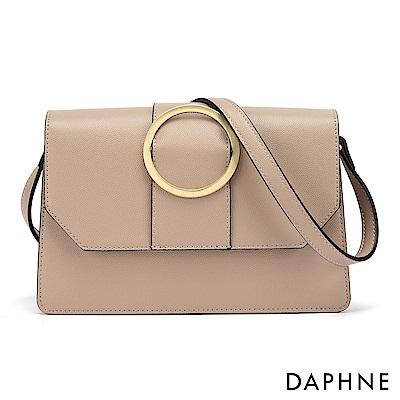 達芙妮DAPHNE-時尚優雅圓環扣飾手提肩包-杏