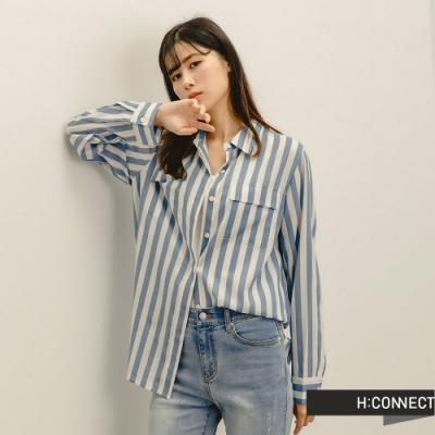 H:CONNECT 韓國品牌 女裝 -自然直條紋口袋襯衫-淺藍色
