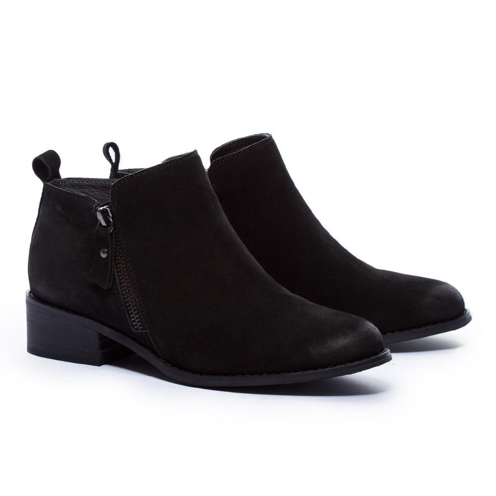 短靴 MODA Luxury 俐落剪裁率性拉鍊磨砂牛皮粗跟短靴-黑