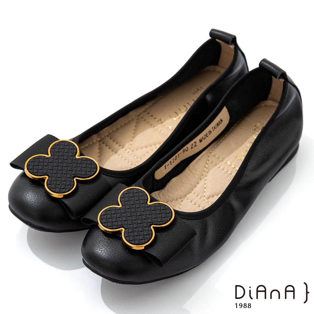 DIANA 1.8cm質感柔軟牛皮花朵蝴蝶結飾釦娃娃鞋-俏麗美人-黑