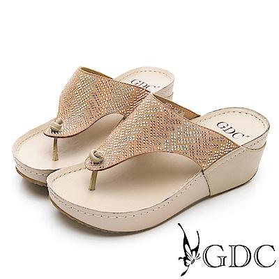 GDC-萬年不敗款真皮船型底水鑽舒適好走夾腳拖鞋-卡其