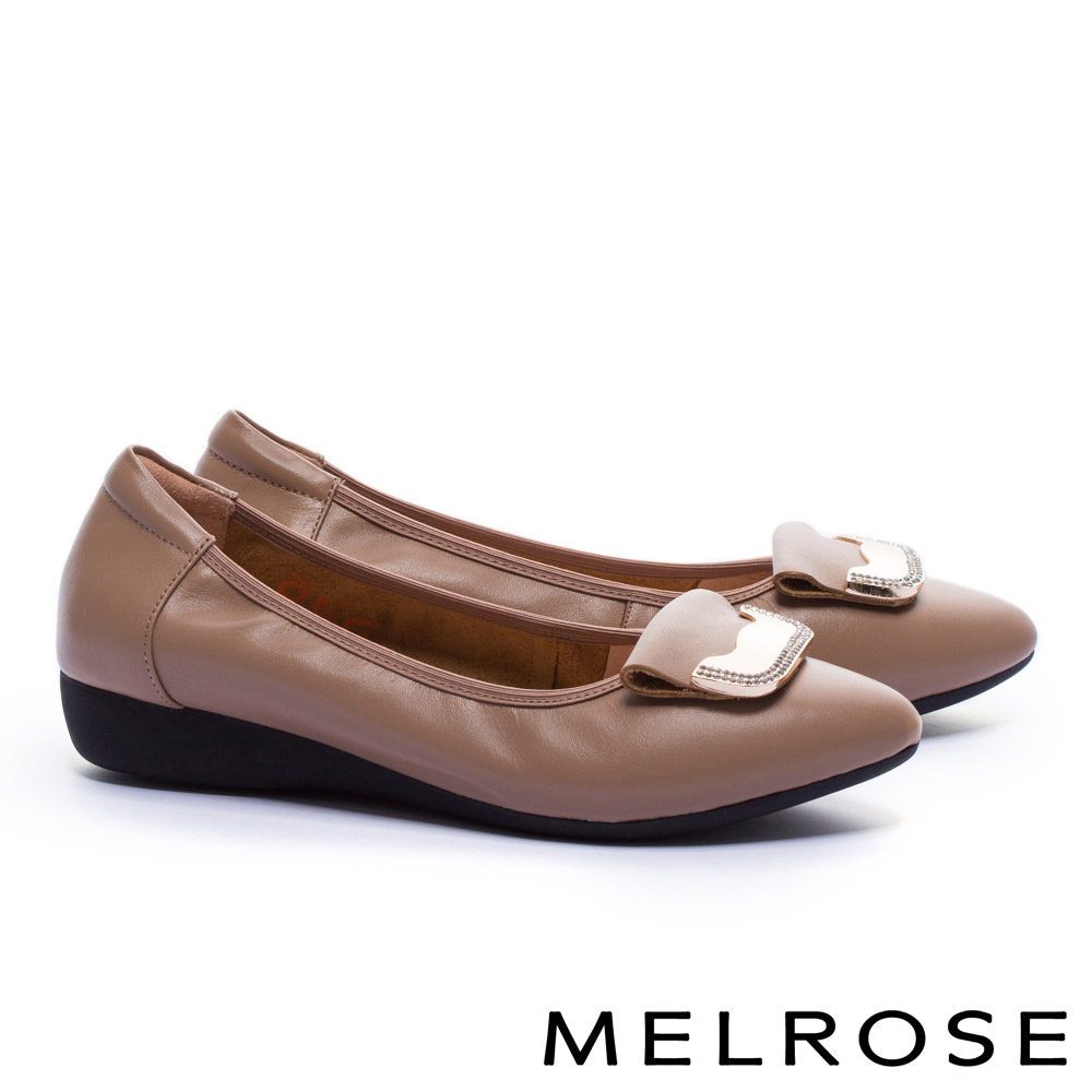 低跟鞋 MELROSE 舒適典雅金屬鑽飾釦全真皮楔型低跟鞋-米