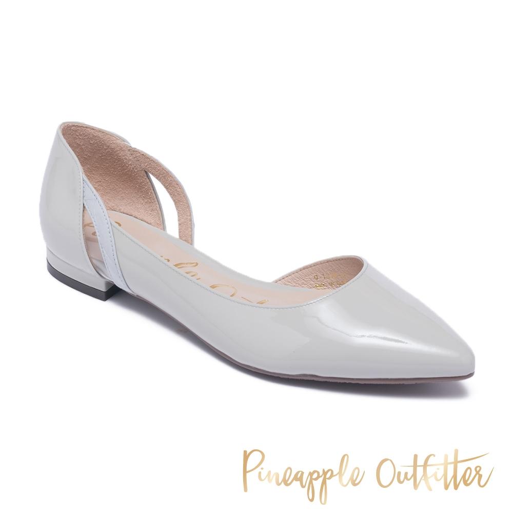 Pineapple Outfitter-DAISY質感羊皮側挖空尖頭低跟鞋-簡約灰