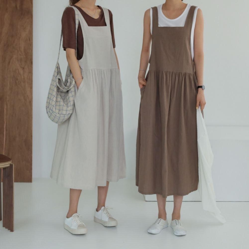 MOCO素面水洗布側口袋背後大V寬鬆棉麻背心裙XL~5XL