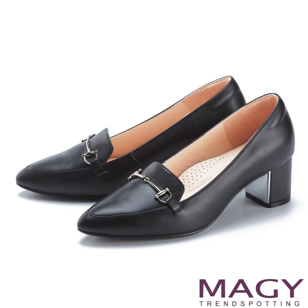 MAGY 馬銜釦鑲銀真皮尖頭 女 中跟鞋 黑色