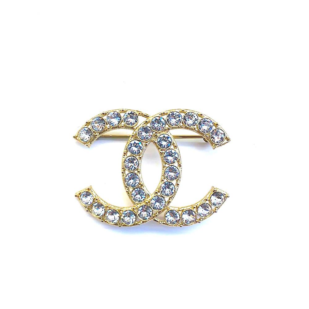 CHANEL 經典雙C LOGO水鑽鑲飾造型胸針(金)