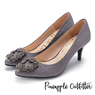 Pineapple Outfitter 璀璨名媛 方鑽飾釦尖頭高跟鞋-深灰