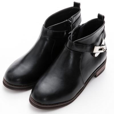 River&Moon中大尺碼-韓系V口銀鎖低跟短靴 黑