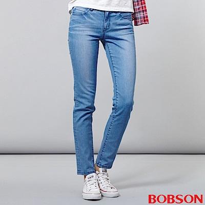 BOBSON 女款低腰後袋刺繡小直筒褲