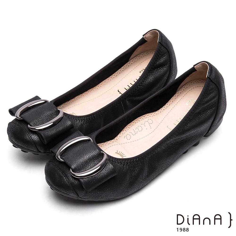 DIANA雙C金屬釦真皮平底鞋-漫步雲端厚切焦糖美人款-黑