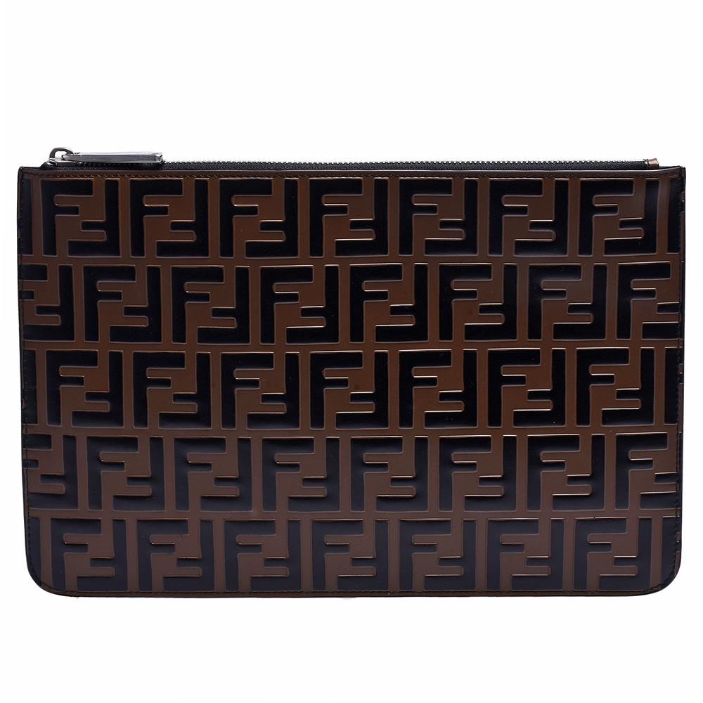 FENDI 經典品牌LOGO浮雕小牛皮拉鍊手拿包(黑)