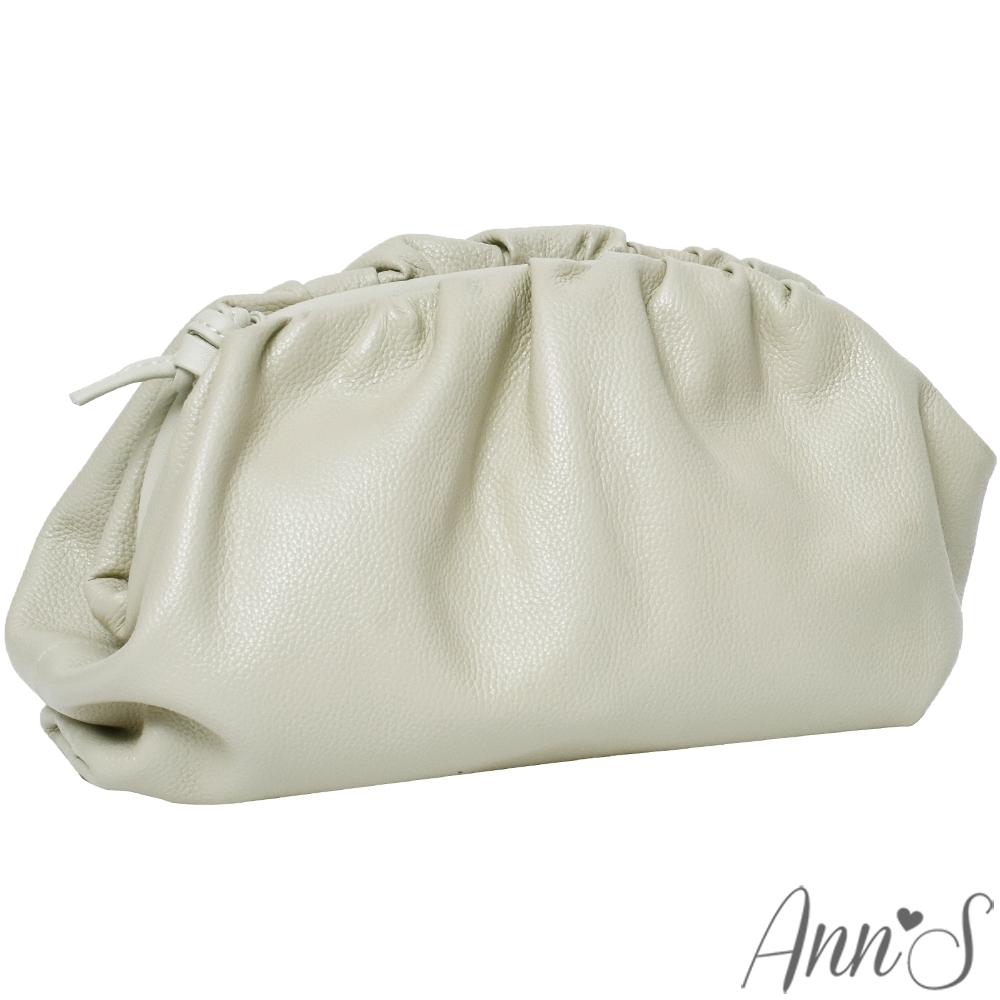 Ann'S迷幻夢想-柔軟真皮澎澎雲朵斜背手拿包-米