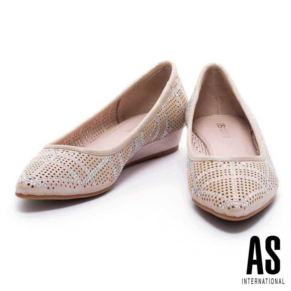 低跟鞋 AS 晶鑽線條設計沖孔羊麂皮尖頭楔型低跟鞋-金
