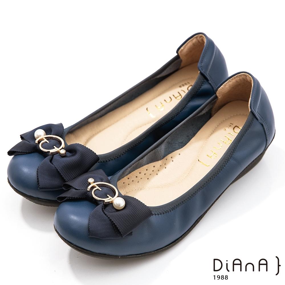 DIANA 3.5公分金屬圓環珍珠飾釦蝴蝶結楔型娃娃鞋-藍寶石