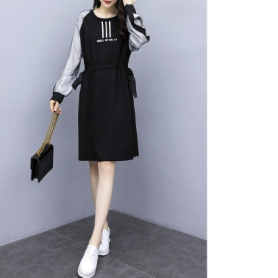 2F韓衣-韓系字母印花拼接連身裙-黑(XL-3XL)