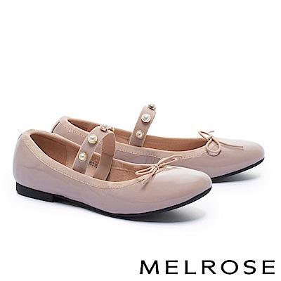 平底鞋 MELROSE 經典復古蝴蝶結珍珠繫帶軟漆皮平底鞋-粉