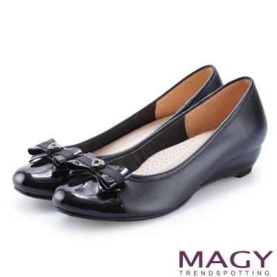 MAGY 氣質系女孩 愛心鑽飾皮革蝴蝶結楔型跟鞋-黑色