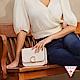 GUESS-女包-時尚鱷魚紋金屬LOGO肩背方包-白 原價2490 product thumbnail 1