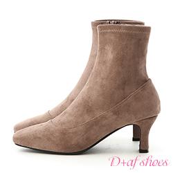 D+AF 時尚話題.素面絨料合腿中跟襪靴*灰棕