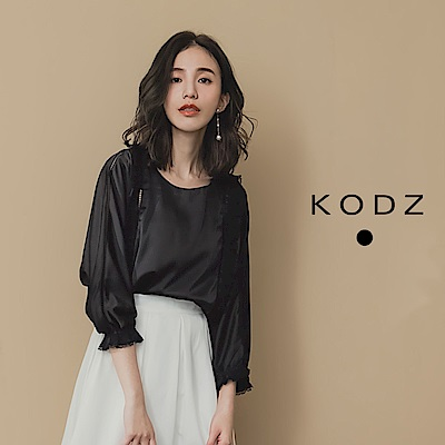 東京著衣-KODZ 微透縷洞拼接打褶蕾絲八分袖緞面上衣-S.M(共一色)