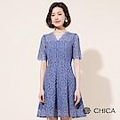 CHICA 繾綣浪漫V領百褶蕾絲洋裝(2色)