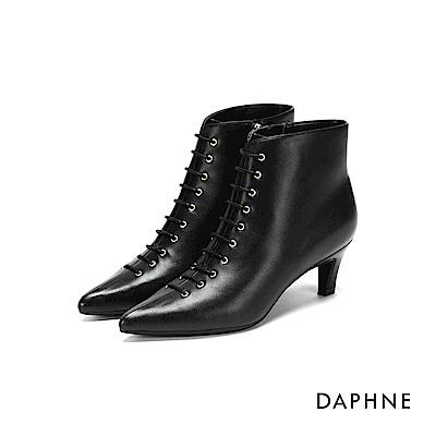 達芙妮DAPHNE 短靴-繫帶挖空貓跟短靴-黑