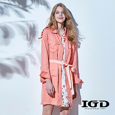 IGD英格麗 粉嫩橘素面綁帶長版風衣外套