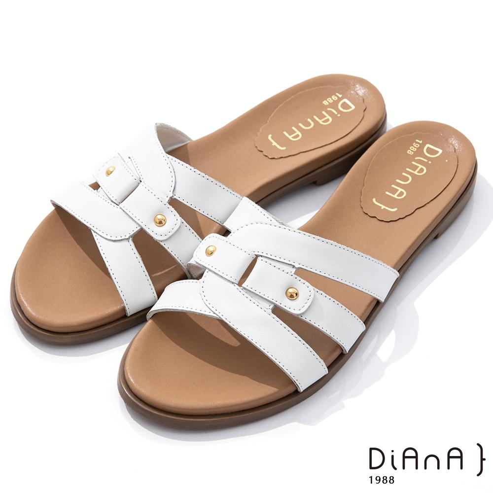 DIANA 1.8cm 質感牛皮幾何線條金屬鉚釘釦飾涼拖鞋-夏日風情-白