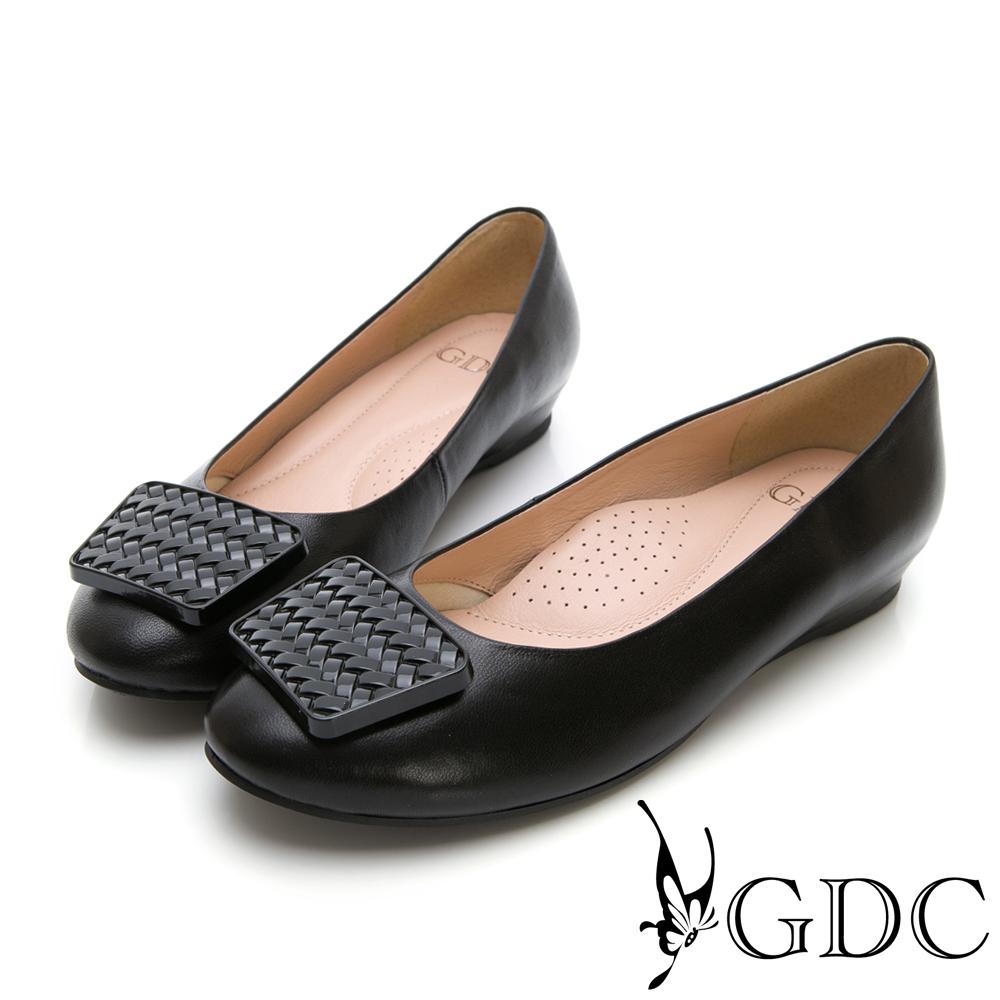 GDC-羊皮特殊扣飾設計感歐美風低跟包鞋-黑色