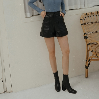 AIR SPACE LADY 口袋剪裁皮革短褲(黑)