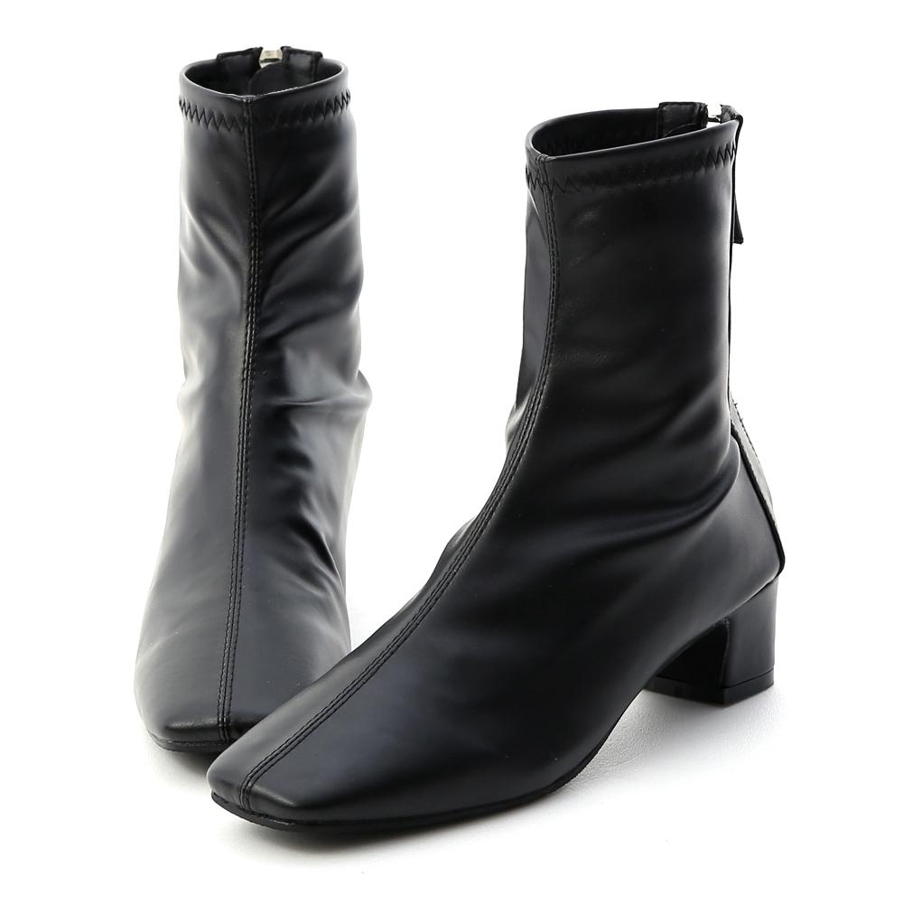 D+AF 潮模時尚.素面車線方頭低跟襪靴*黑