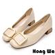 Hong Wa 氣質名媛‧牛皮方釦粗低跟包鞋 - 米 product thumbnail 1