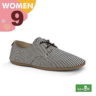 SANUK 女款US9 海軍風條紋窄版休閒鞋(黑白色)