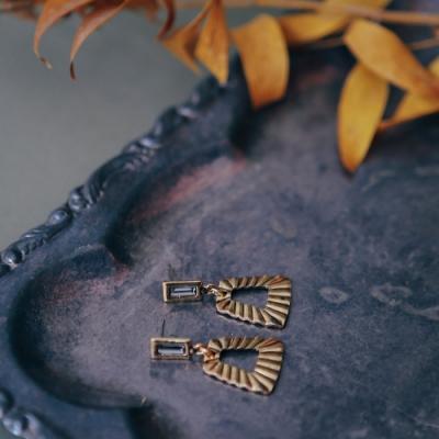 COR-DATE-水鑽梯形紋路垂吊耳環