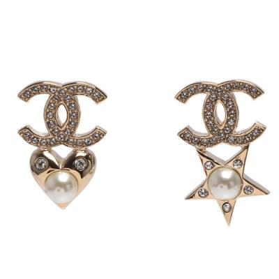 CHANEL 經典雙C LOGO水鑽鑲嵌星星愛心墜飾夾式耳環(金)