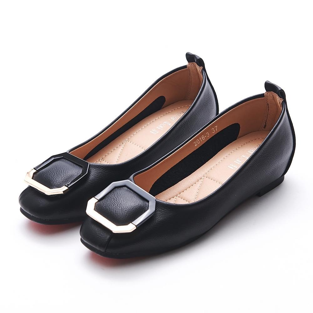 A one  拼接材質八角框飾釦內增高平底包鞋-黑色