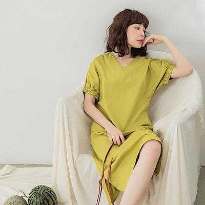 純色V領縮口袖高含棉開衩文青洋裝-OB大尺碼