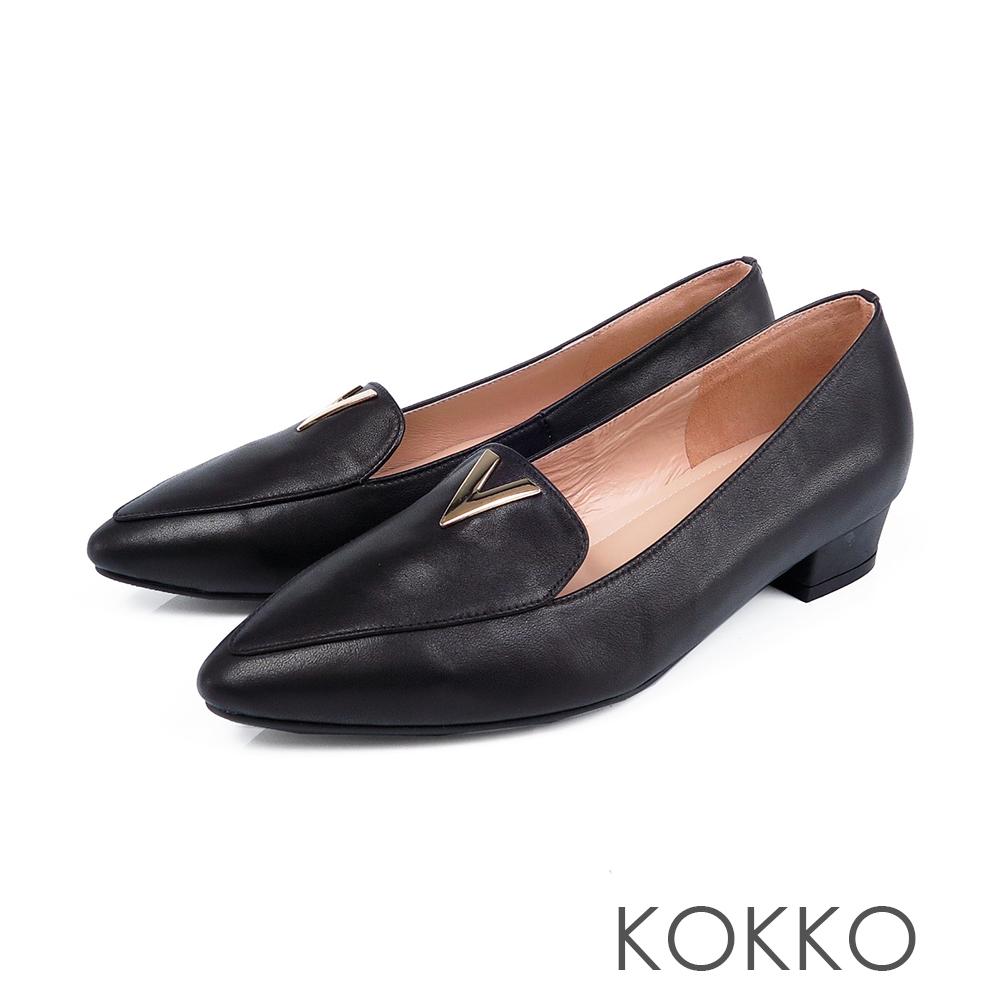 KOKKO -細水長流V形扣尖頭真皮平底鞋-濃蜜黑