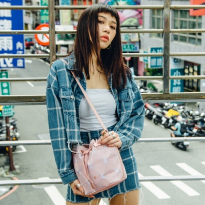 PLAYBOY-  抽繩水桶包 夢想三角系列-粉色