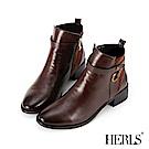 HERLS 聰明俐落 麂皮拼接繫帶釦環低跟短靴-棕色