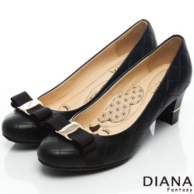 DIANA 超厚切LADY款--雷射飾釦綿羊皮跟鞋-黑