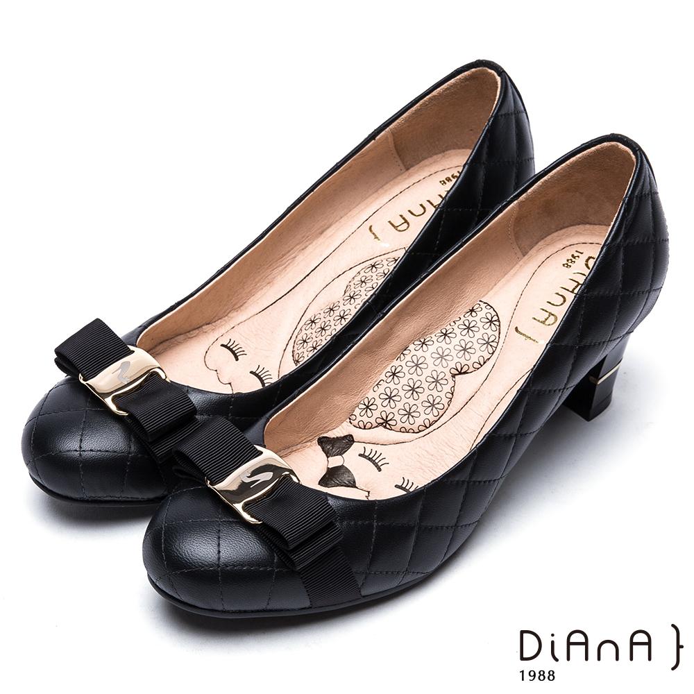DIANA雷射飾釦綿羊皮跟鞋-漫步雲端厚切瞇眼美人-黑