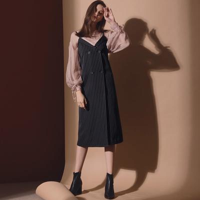AIR SPACE LADY 質感雙排釦交叉領直紋吊帶裙(黑)