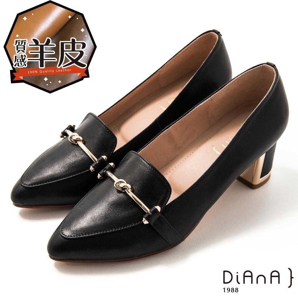 DIANA 5.5 cm 羊皮馬銜釦飾金屬鑽鉗跟尖頭跟鞋 –質感氛圍-黑