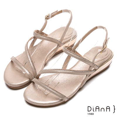 DIANA性感尤物-時尚曲線羅馬涼鞋-淺金