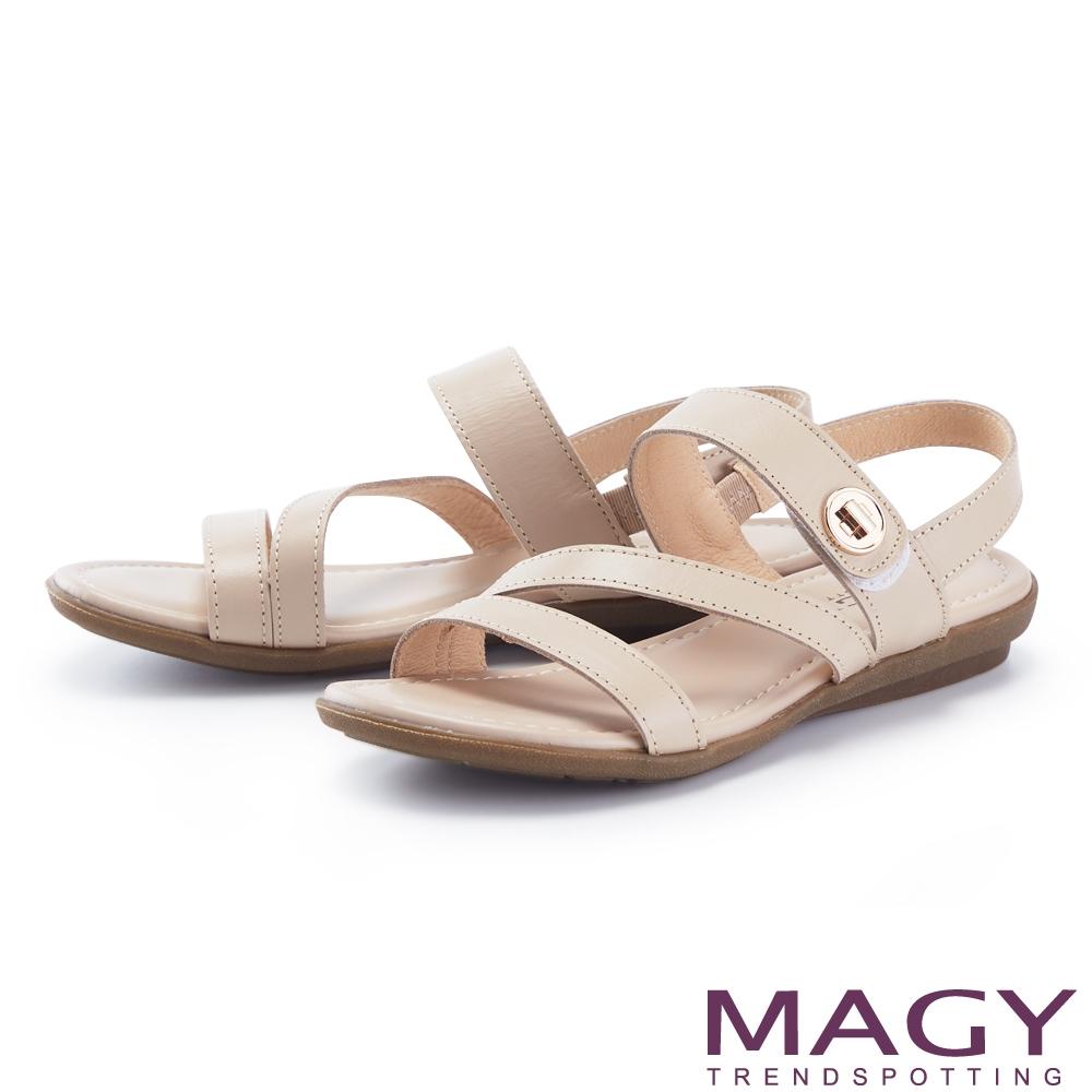 MAGY 真皮斜邊金屬圓牌平底 女 涼鞋 裸色
