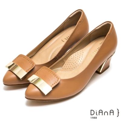 DIANA 簡約大方飾釦鉚釘尖頭跟鞋-都會時尚-淺棕