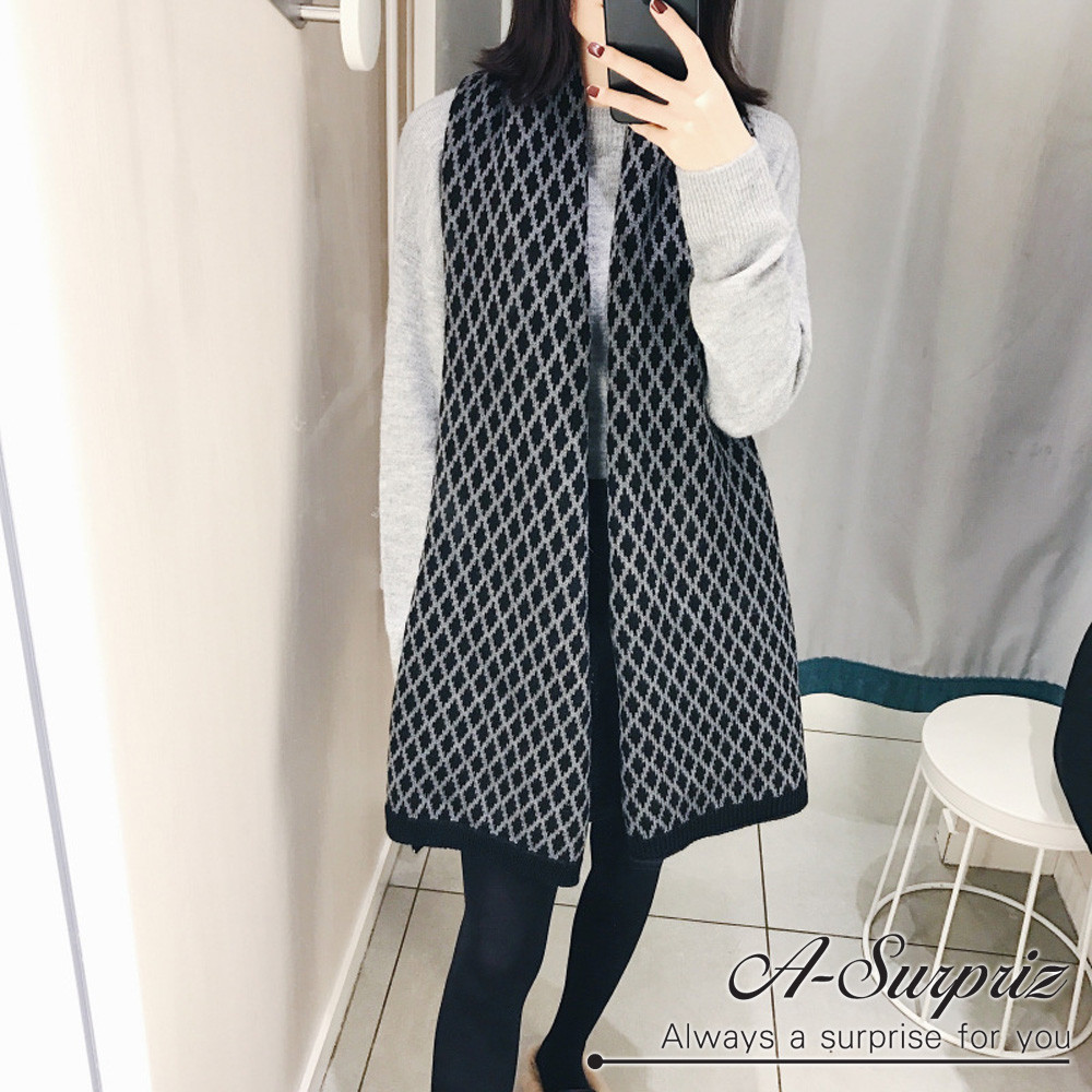 A-Surpriz 拼接雙色菱格紋長版圍巾(黑灰)